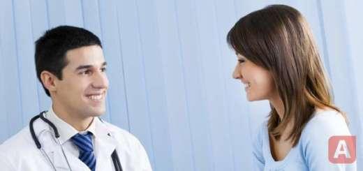 врач и пациент общаются