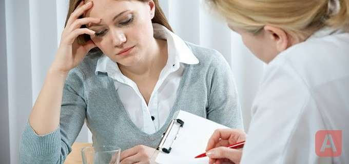 врач и пациент с подозрением на аппендицит