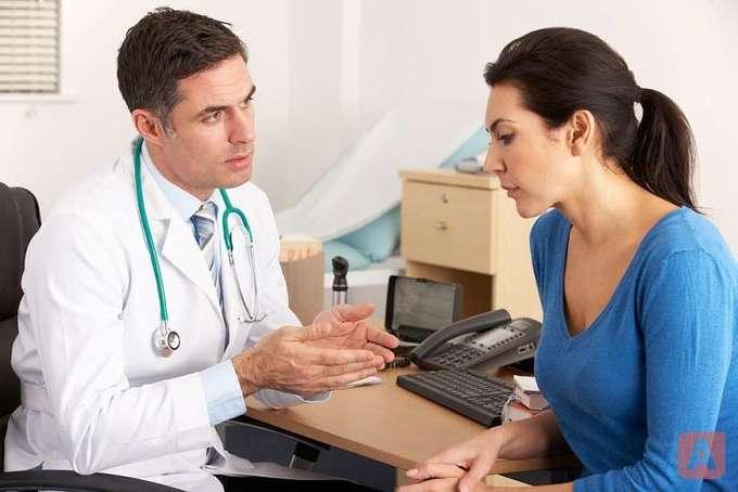 Что делать, если геморрой кровоточит-лечение и причины.