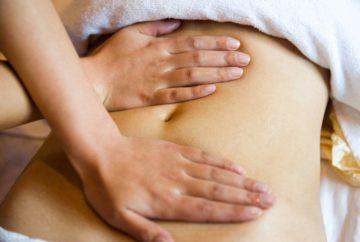 Массаж желудка при запорах, газообразовании и для похудения