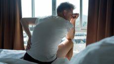 Боль является наиболее распространенным симптомом камней в почках, и, к сожалению, она может быть мучительной. Многие женщины описывают боль от прохождения камня